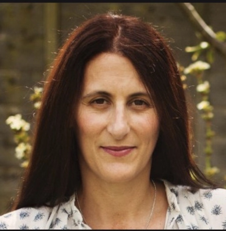 Dr Lisa Racussen